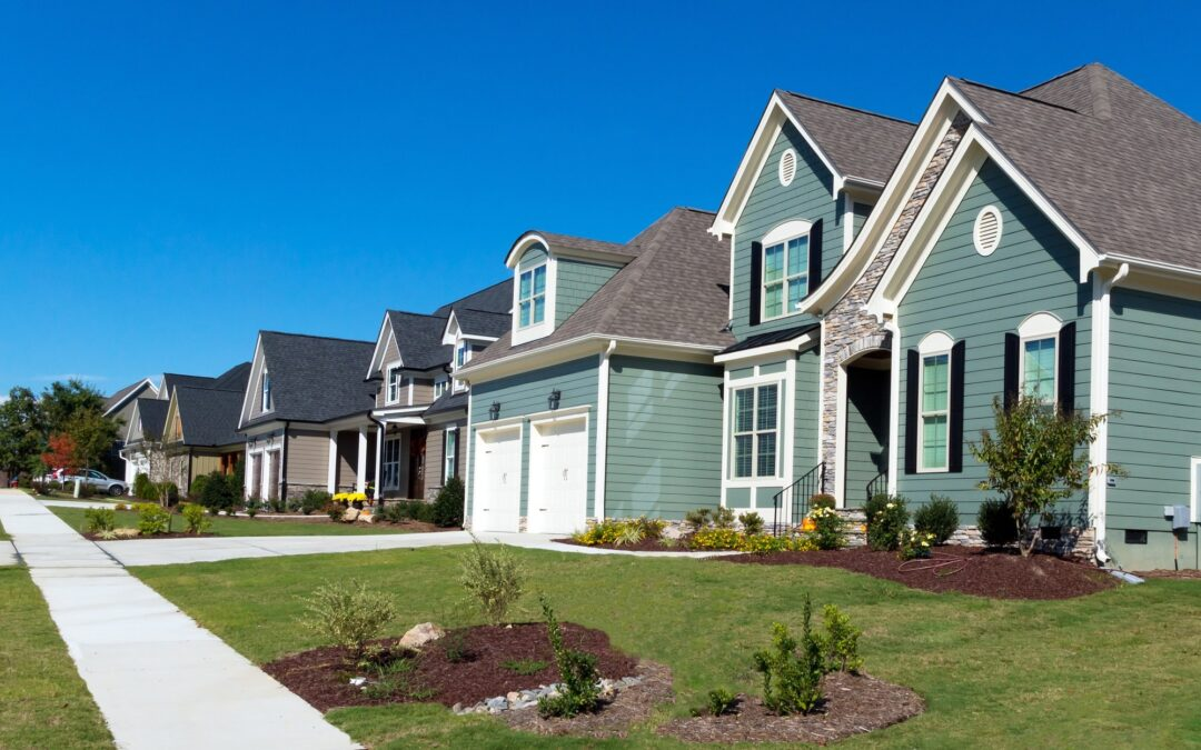 How HOA Boards Benefit from Working with an HOA Management Company